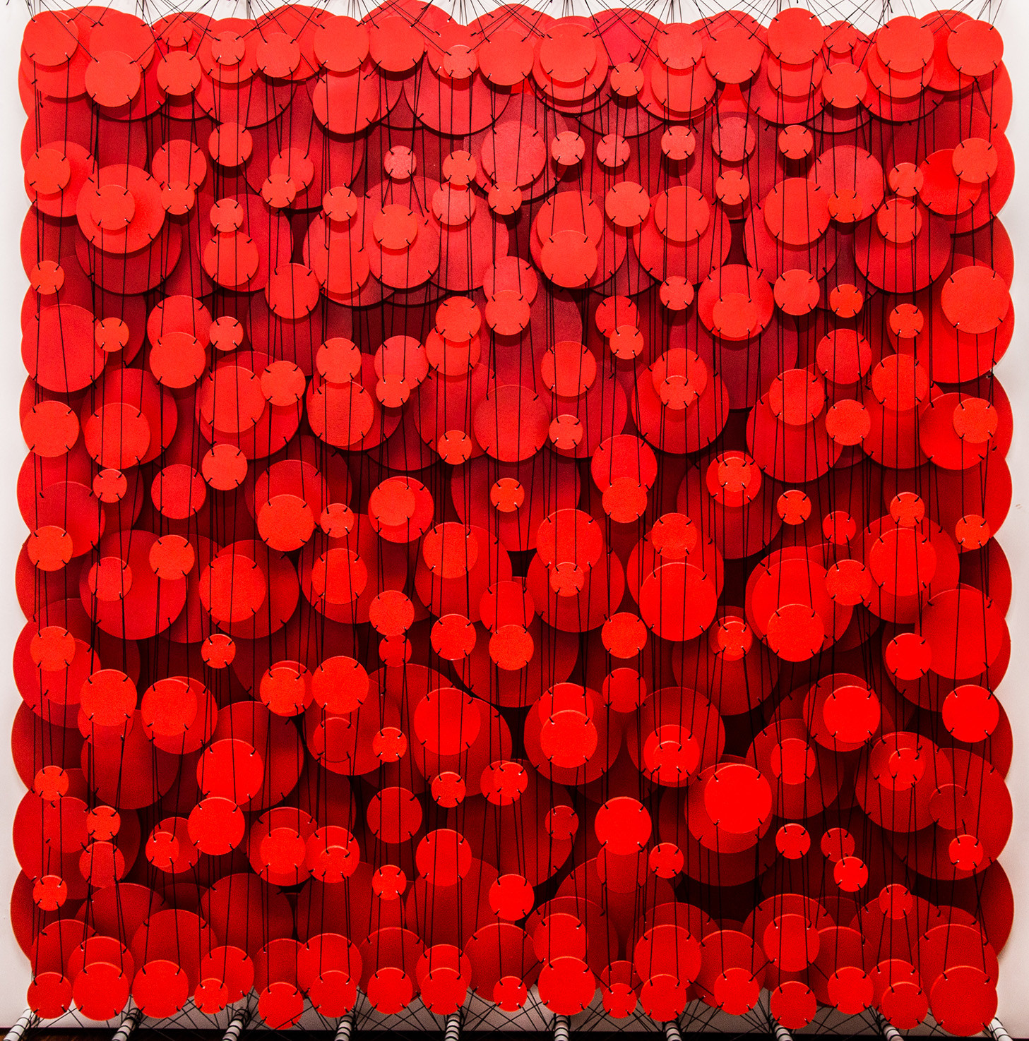 Cecilia Glazman Red popps II 2017 Papel y madera pintado a mano e hilos (Hand painted paper and wood, thread) 100 x 100 cm.