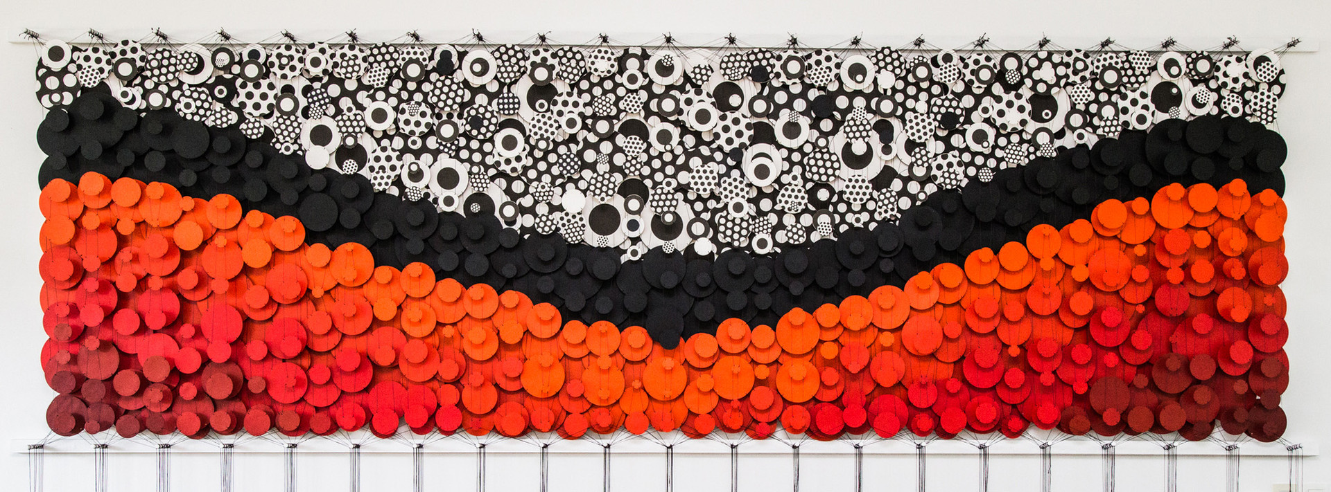 Cecilia Glazman Sunset explosion 2017 Papel y madera pintado a mano e hilos (Hand painted paper and wood, thread) 480 x 140 cm.