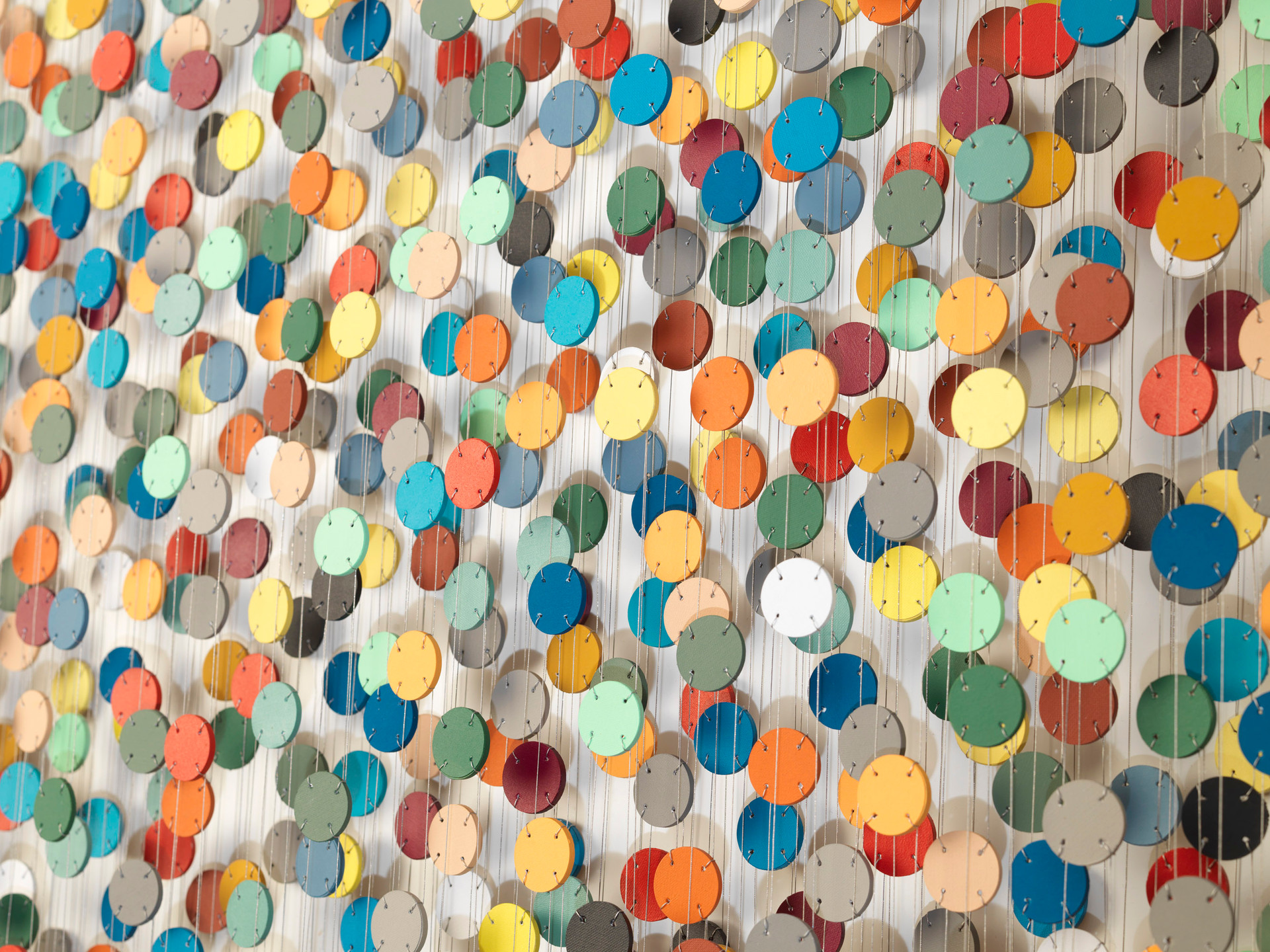 Cecilia Glazman Rainbow explosion 2017 Papel pintado a mano e hilo (Hand painted paper and thread) 100 x 100 cm.