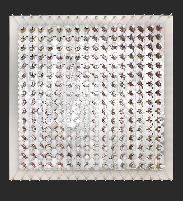 Cecilia Glazman Reflections X 2018 Espejos colores e hilo de acero (Mirrors, colors and steel wire) 180 x 180 cm.