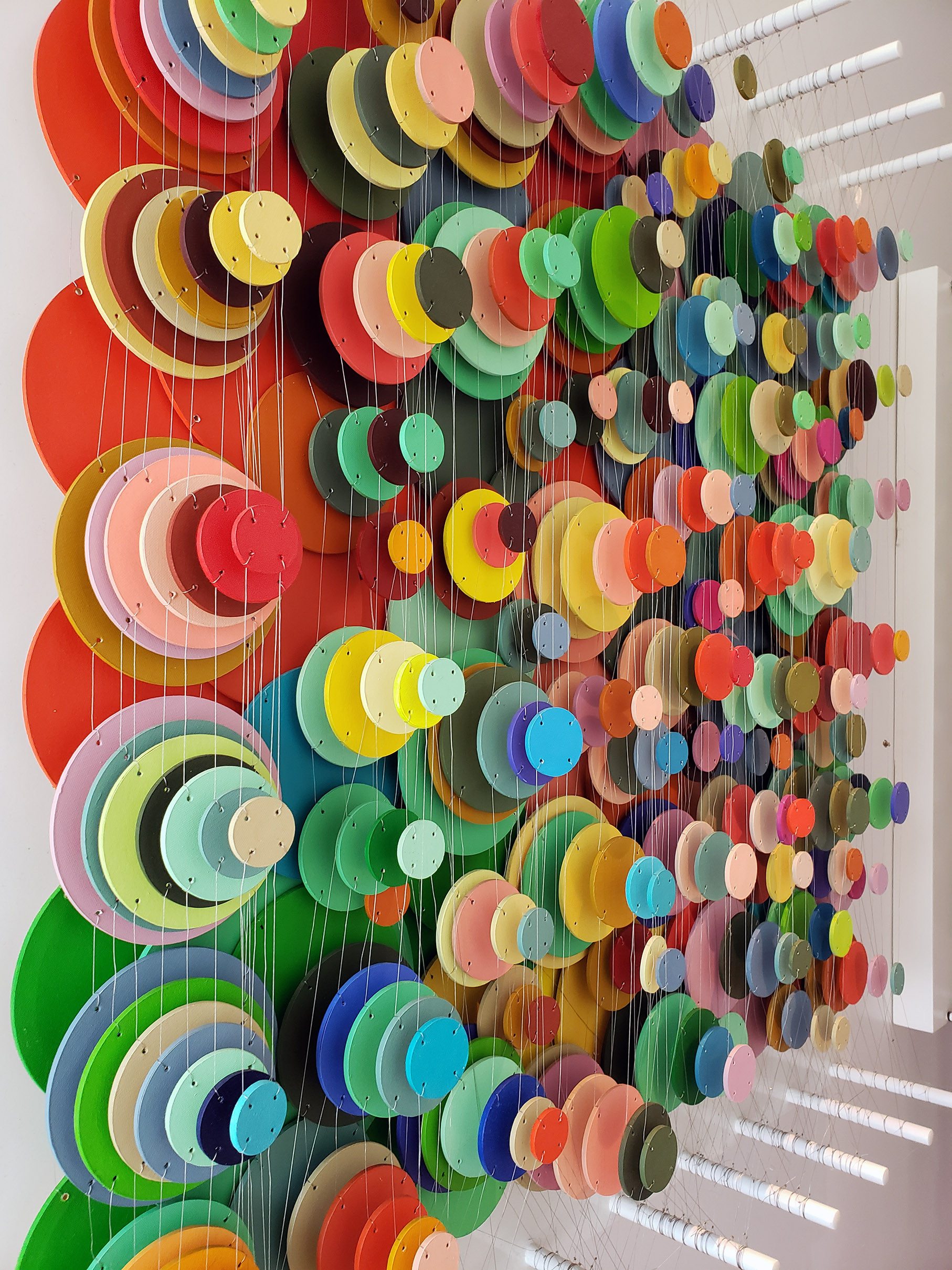 Cecilia Glazman Multicolor popps 2018 Papel y madera pintados a mano e hilos (Hand painted paper and wood, thread) 100 x 100 cm.