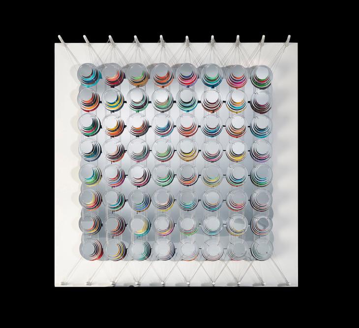 Cecilia Glazman Reflections V 2018 Espejos colores e hilo de acero (Mirrors, colors and steel wire) 100 x 100 cm.