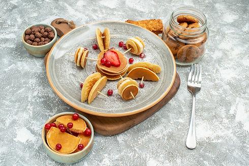 close-up-view-of-yummy-pancakes-on-cutti