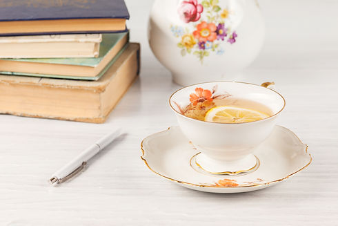 tea-with-lemon-and-books-on-the-table.jp