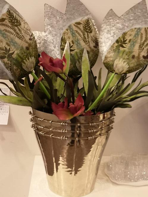 Tulipani di latta giganti