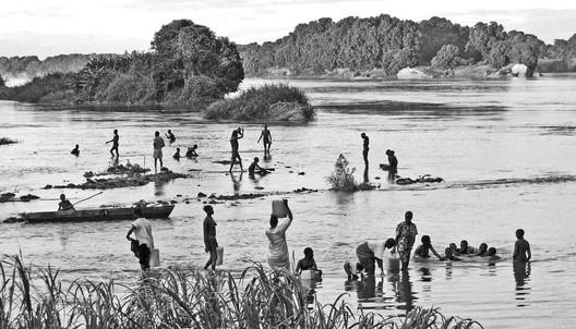 Washing and bathing at the Nile