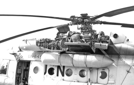 Russian tech repairing UN chopper