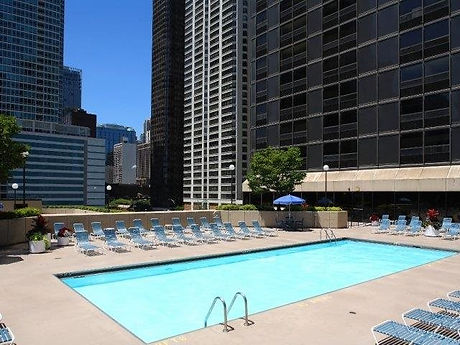 IL_Chicago_LakeShorePlaza_p0298619_1_01_1_PhotoGallery.jpg