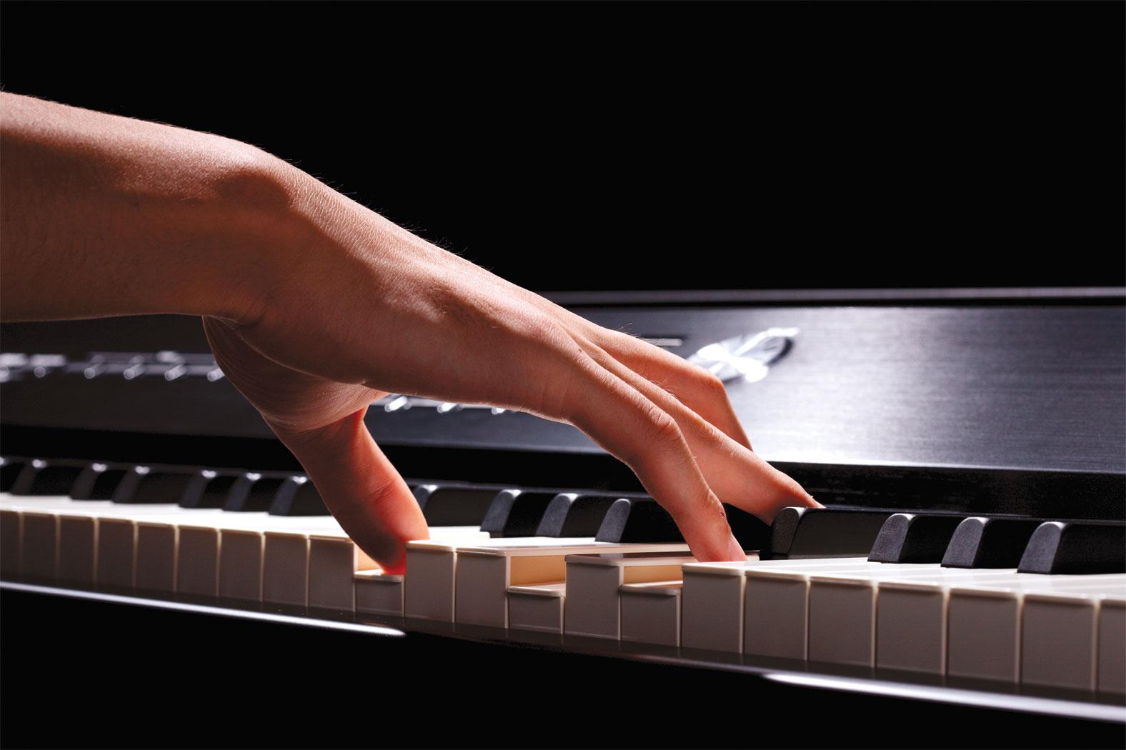 v_piano_keys_hand_gal