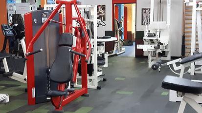 Jako terapeut, osobní fitness trenér i trenér zdravotní tělesné výchovy (absolvent VŠTVS), jsem schopen skloubit vaše sportovní cíle a přání a zároveň doporučit optimální tréninkový plán s důrazem na váš aktuální zdravotní stav i vaše potřeby.Terapie a pohyb