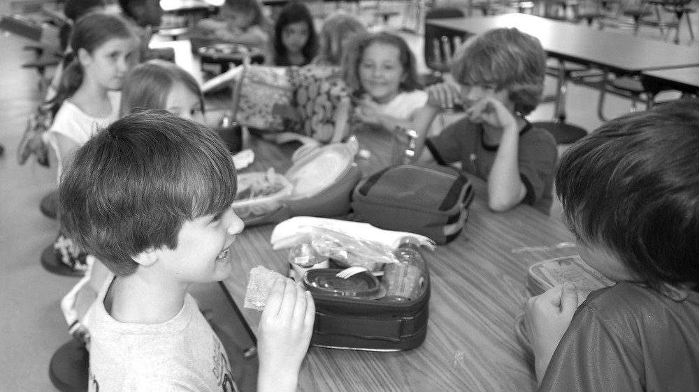 kids-at-lunch-table-at-elementary-school
