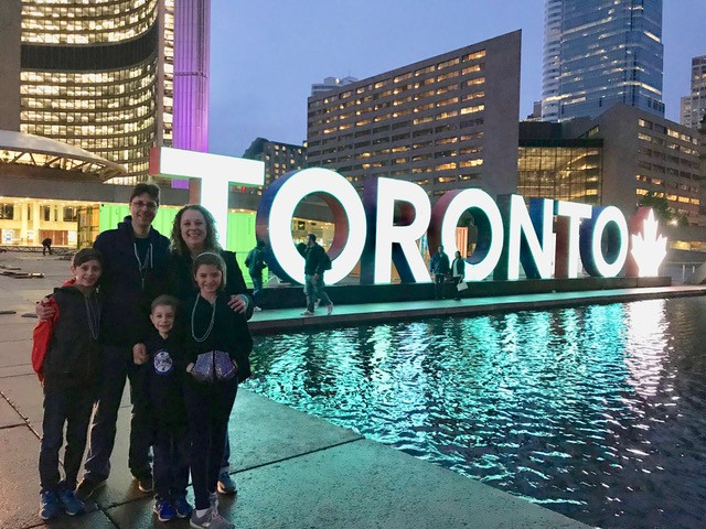 family-photo-in-front-of-toronto-sign