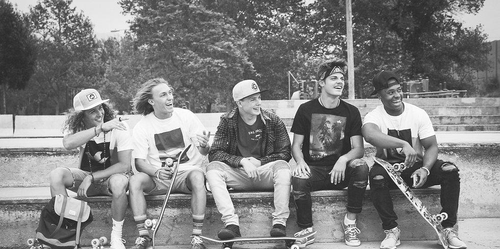 Unsplash_Dudes%20with%20Skateboards_park