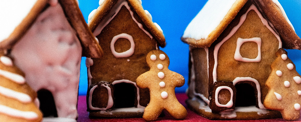 gingerbread-houses-with-gingerbread-man