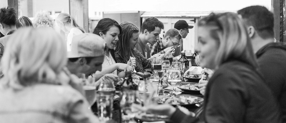 friends-eat-at-restaurant