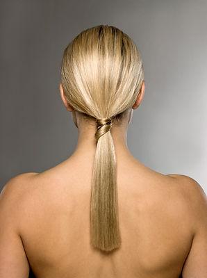 Блондинка с косичками