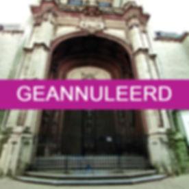 Pelgrims_en_studenten_rond_Sint-Jacobs_edited.jpg