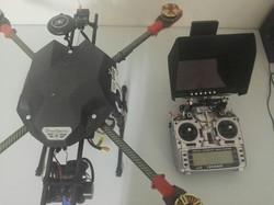 Dron y emisora Taranis