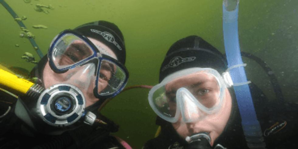 Proefduiken tijdens de Divingcentre familiedag.