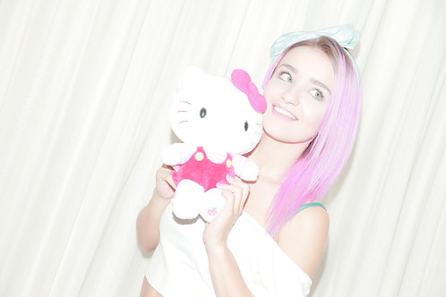 Hello Kitty 8x10