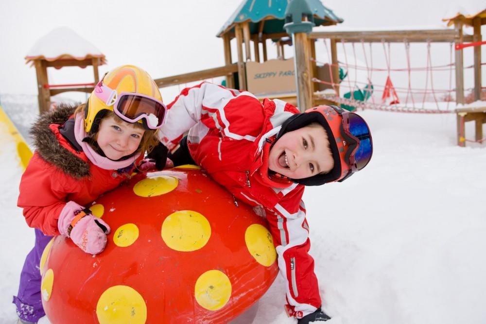 #Invierno #Frio #Nieve #JuegosExterior #JuegosInterior #Juegos #ActividadesRecreativas #JuegosInfantiles #BeneficiosJuegos #EjercicioenNiños #DesarolloInfatil #CuidadoInvierno #JuegoyEjercicio