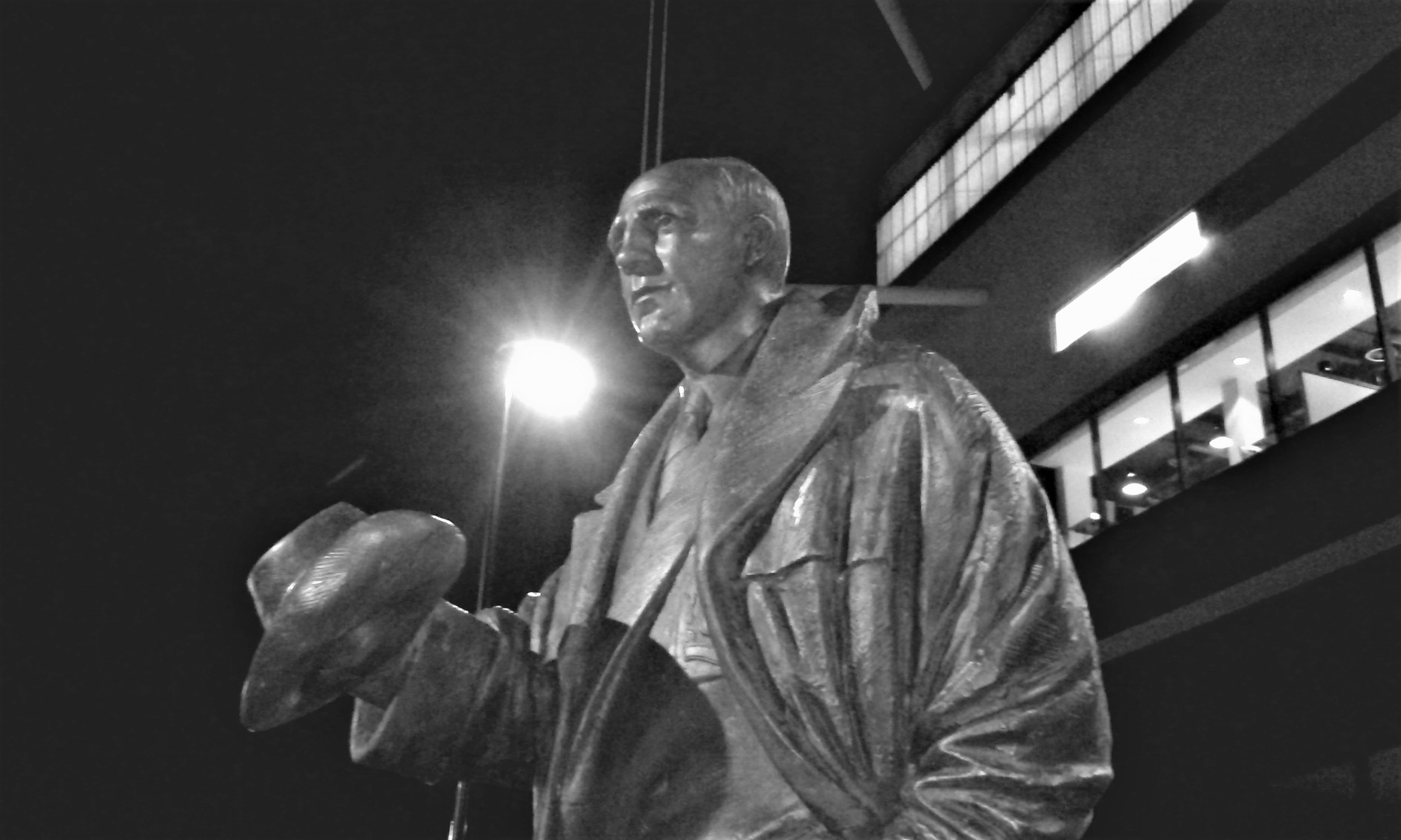 Stan Cullis statue at Molineux