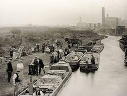 6a canal scene B&W