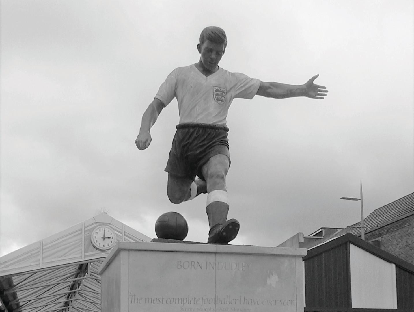 Duncan Edwards statue.jpg