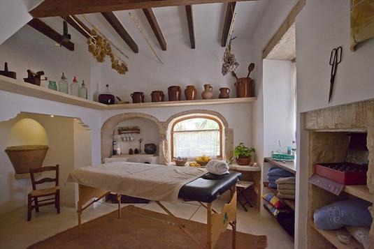 wir bieten euch tolle massagen zur entspannung oder entschlackung an ...