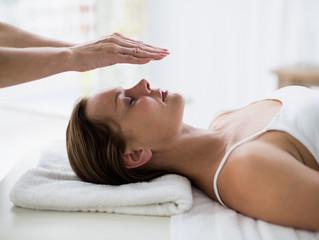 Reiki: uma terapia auxiliar para o alívio de desconfortos durante a gestação e o pós-parto.