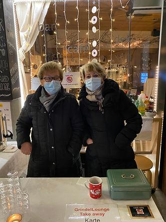 Silvia und Marianne erwarten Sie am TakeAway-Stand