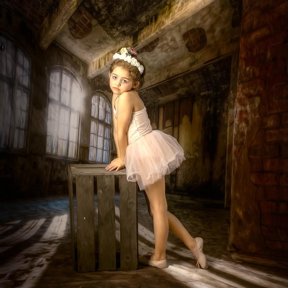 'The Little Dancer' by Rosemary Hughes ( 13.5 marks )