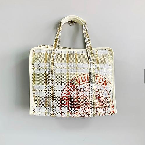 Bolsa Louis Vuitton branca com dourado