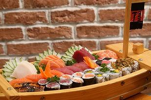 barca de comida japonesa T Maki Club Tijuca