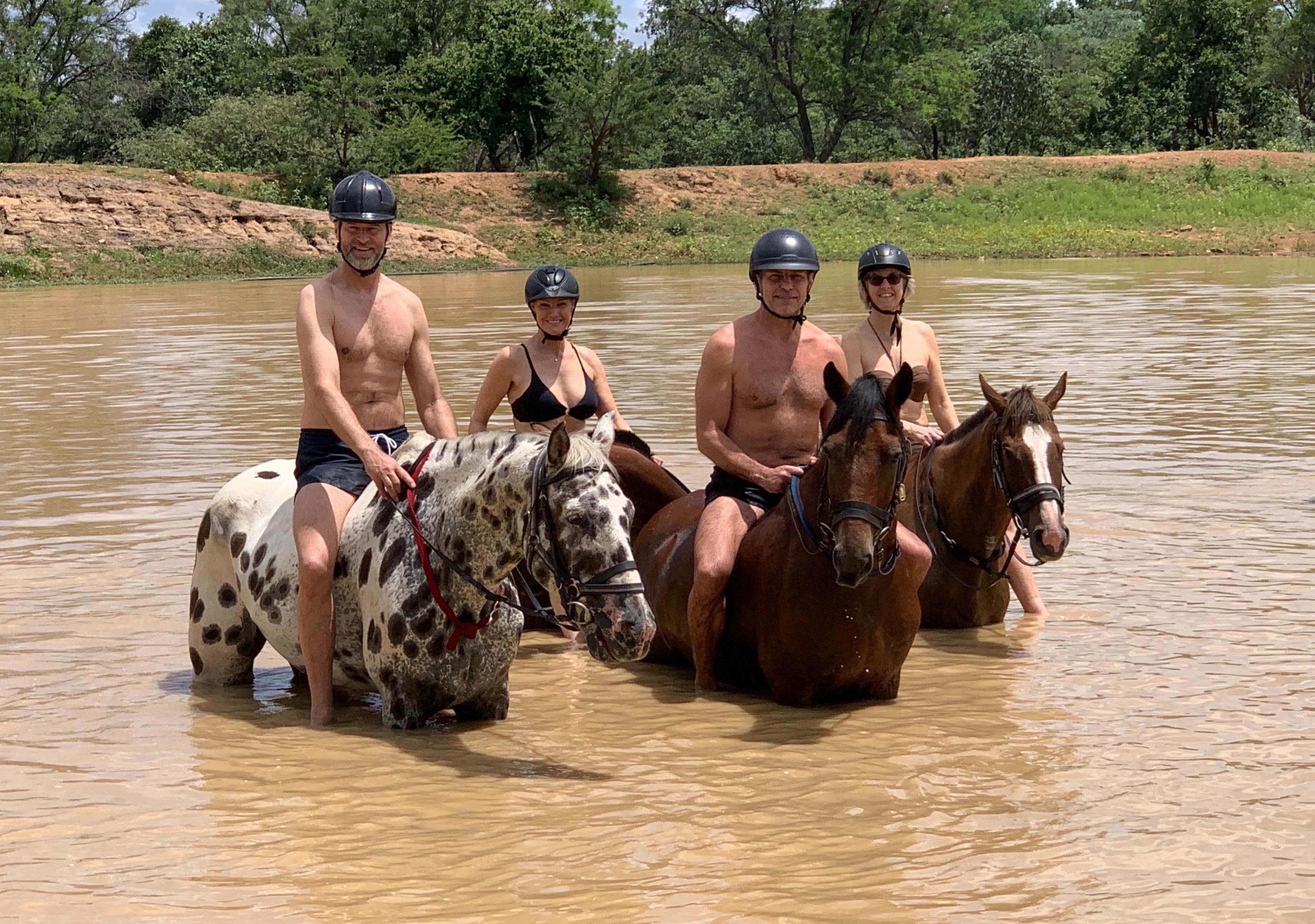 Bada med hästar i Sydafrika