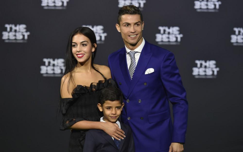 cristiano ronaldo fiancée jr son fils the best fifa football award