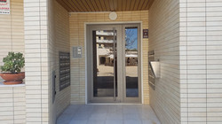 Porta  prédio Algés