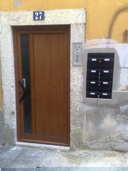 Porta entrada prédio Lisboa