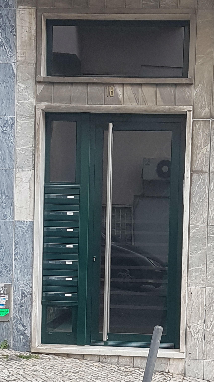 Porta entrada predio  Lisboa