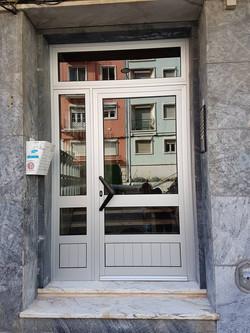 Porta de predio Queluz