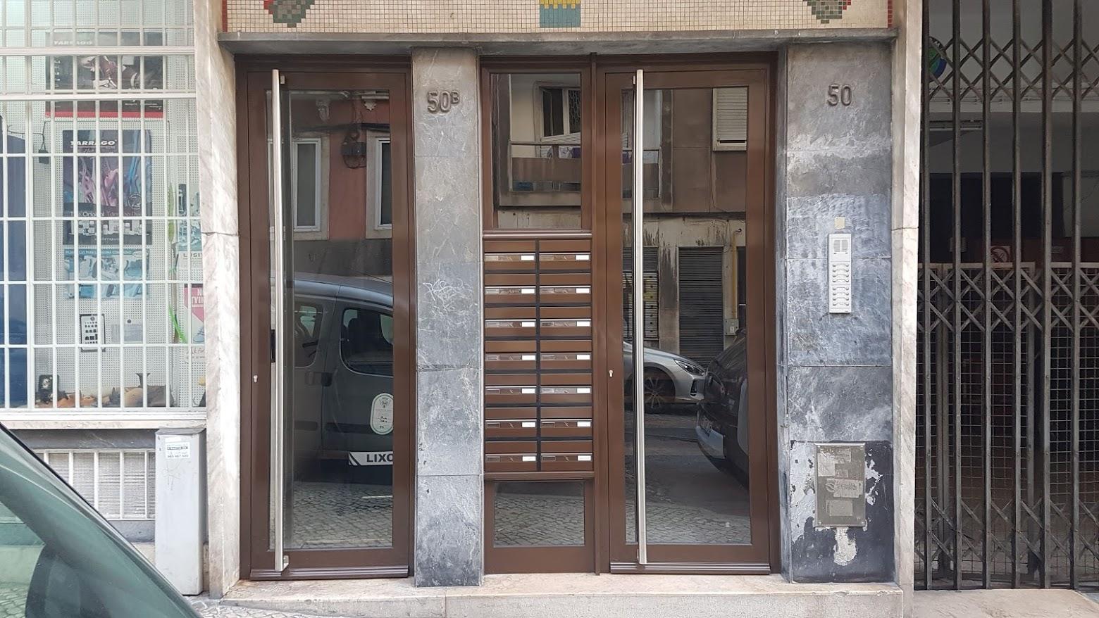Porta_predio_Graça_Lisboa