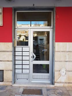 porta entrada predio Queluz