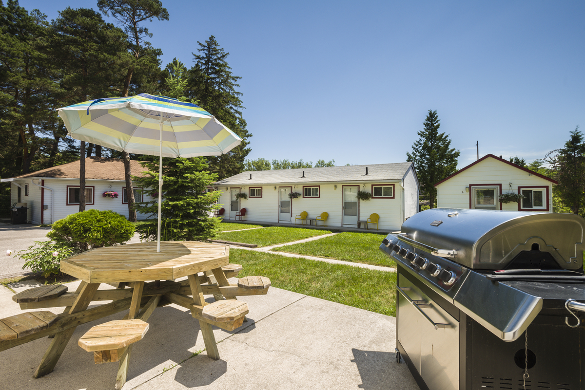 BBQ Area I Hollywood Cottages