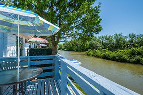 Hollywood Cottages   Wasaga Beach, ON   Breakfast on the Nottawasaga River