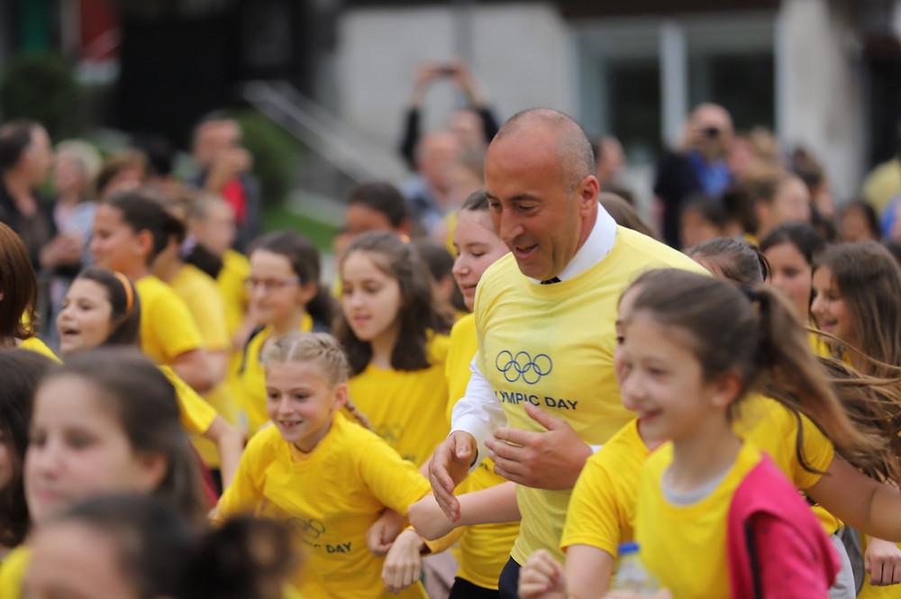 Prime Minister Ramush Haradinaj ran with the kids (Photo Shpend Ahmeti)