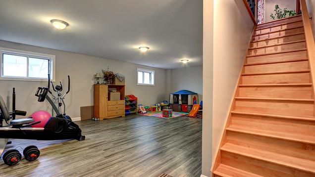 Maison plain-pied avec garage - Escalier