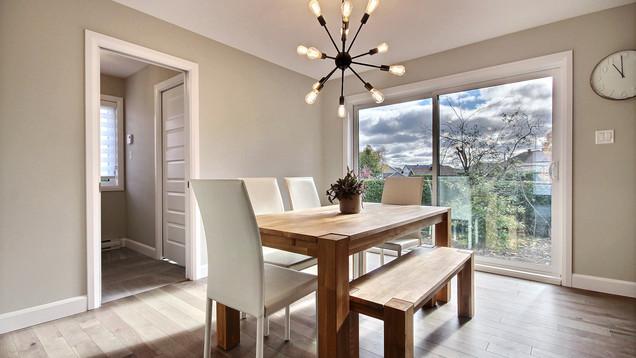 Modèle de maison à étage avec garage / Salle à manger 1