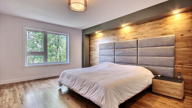 Maison à étage avec garage / Chambre