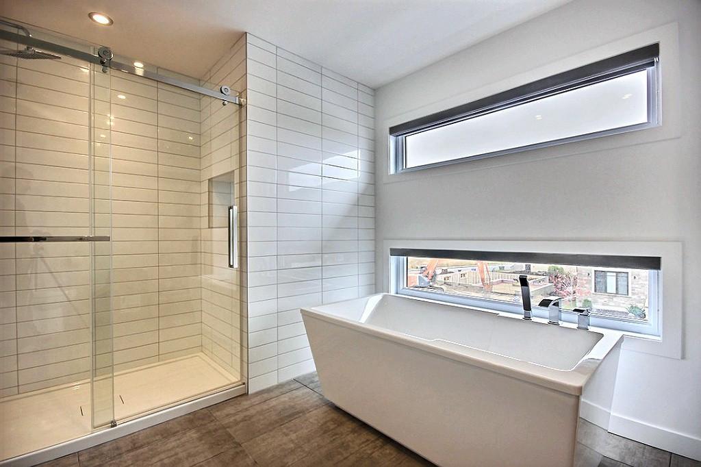 Maison avec 2 garages / Salle de bain 4