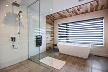 Maison avec 2 garages / Salle de bain 1
